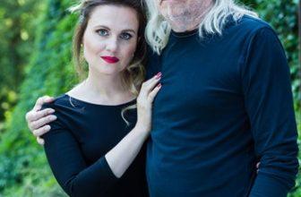 Andrzej Sikorowski i Maja Sikorowska z zespołem
